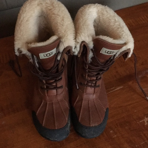 a448cda38e3 Men's winter boots -UGGs, barely worn